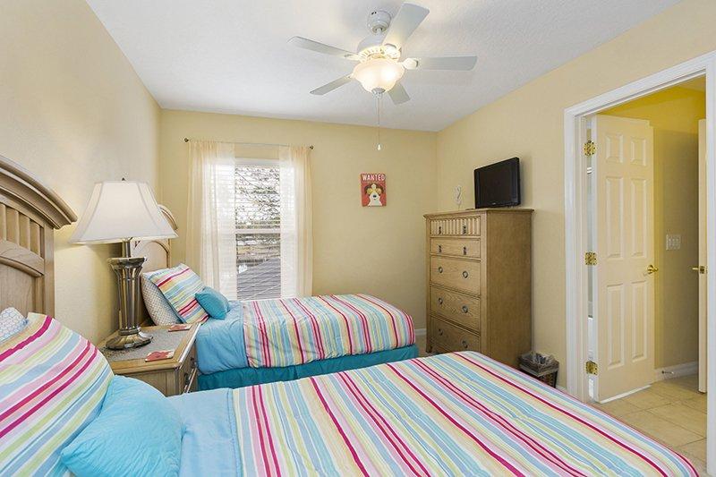 Twin Bedroom 4 with Jack 'n' Jill Bathroom