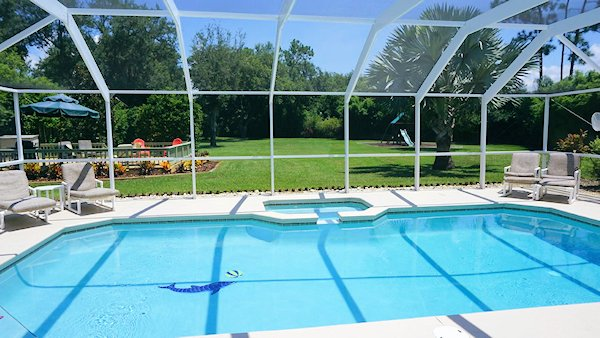 4 Bed Villa sleeps 8. Private Pool & Spa. Wi-Fi.
