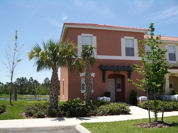 3 Bed Florida Townhouse sleeps 8. Resort Pool/Spa. Wi-Fi.