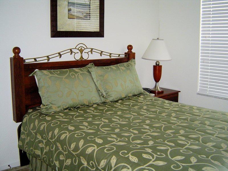 Queen suite - downstairs
