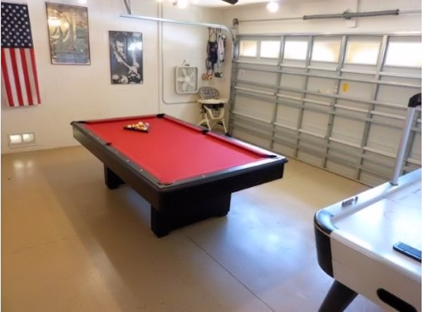 Games Room with Pool Table,Air Hockey, Play Station