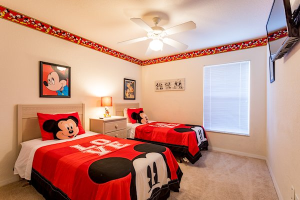 KIDS THEMED TWIN ROOM