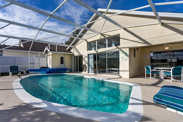 COVERED LANAI AND REMOVABLE DISABLED POOL HOIST
