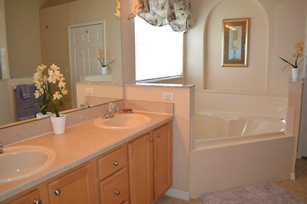 Ensuite bathroom with King Bedroom