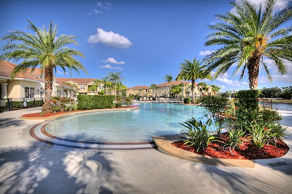 2 Bed Florida Condo sleeps 6. Resort Pool/Spa. Wi-Fi.