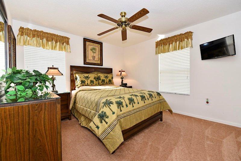 The queen master bedroom with ensuite - 1st floor