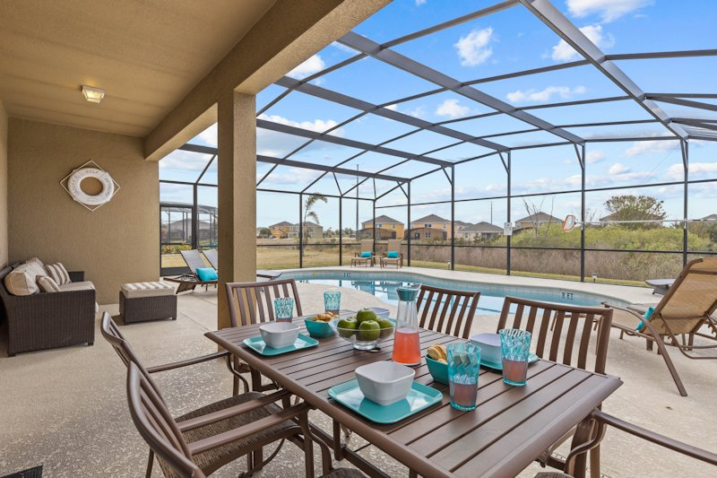 Al fresco dining and shaded seating area